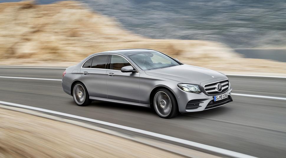Dans la pure tradition de Mercedes-Benz, la nouvelle Classe E établit également des références en matière de sécurité passive. Le concept de protection PRE-SAFE offre désormais un système de surveillance complet.