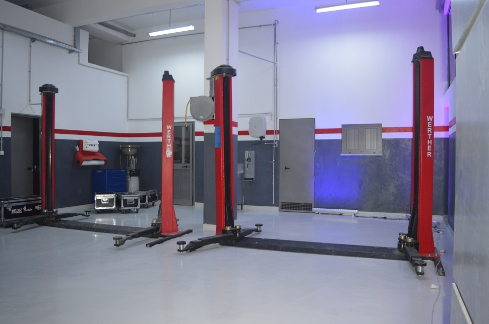 Atelier technique avec 2 baies.