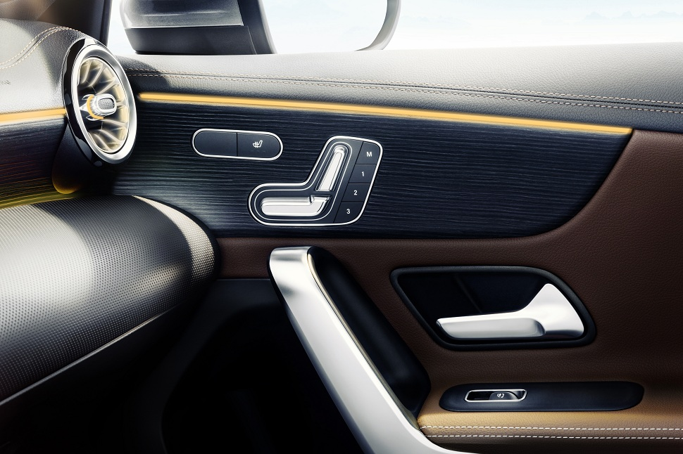 Mercedes int rieur de la future classe a ou la nouvelle for Interieur nouvelle classe a