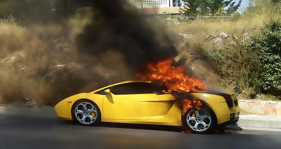 voitures-flambent