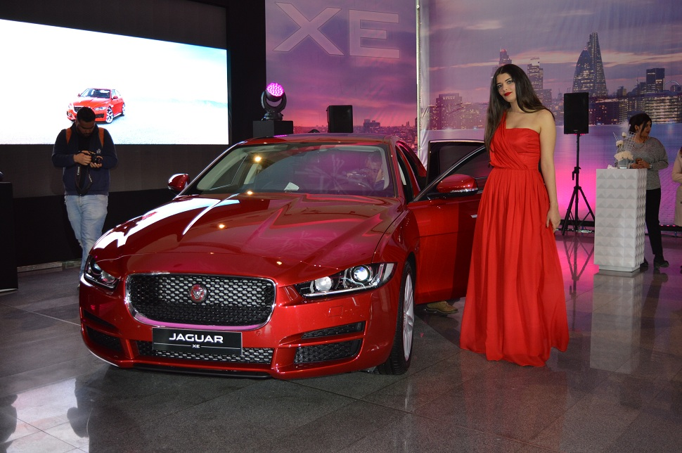 automobile-jaguar-XE