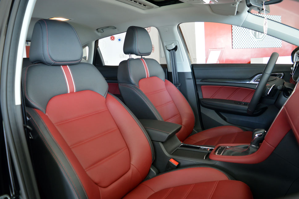 voiture-MG-interieur